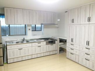 キッチンリフォーム 目を引くホワイトオークがお洒落!明るく機能的なキッチン