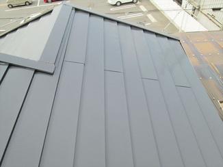 外壁・屋根リフォーム 丁寧な手洗洗浄と塗装でよみがえる美しい屋根