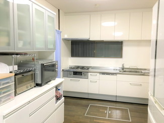 キッチンリフォーム パネル周りをすっきり!掃除がしやすいキッチン