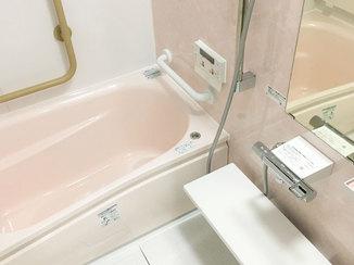 バスルームリフォーム 高齢のご夫婦が安全に使えるよう手すりやIHを導入した浴室・キッチン